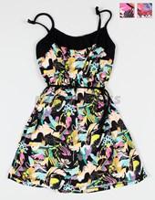 Vestido fibrana floreada. Compacto.