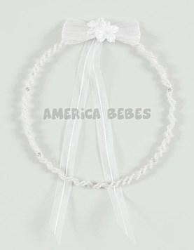 Corona perlada dos cintas strass con aplique moño. Comunión.