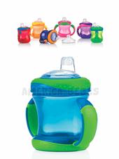 Vaso con manijas acolchadas y boquilla de silicona, con tapa 240ml x1. Colores surtidos. Nuby.