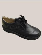 Zapato niño negro con cordones.