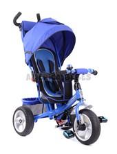 Triciclo premium con ruedas de goma,  asdiento acolchado,  capota y bolso.  Barral de empuje. Color Azul. Biemme.
