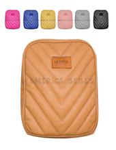Mini mochila maternal Mini Juana. Ecocuero matelasse con herrajes metalicos. Colores surtidos. Las Floritas