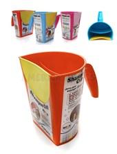 Jarra de enjuague Shampoo Cup.Frente siliconado. Doble compartimento. Colores surtidos. Baby Innovation.