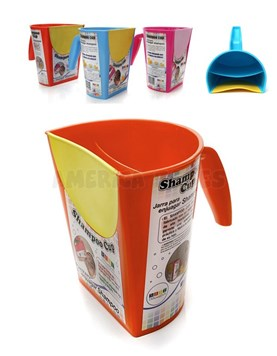 Jarra de enjuague Shampoo Cup.Frente siliconado. Doble compartimento. Colores surtidos. Baby Innovation.