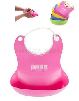 Babero plástico de calidad premium, completamente flexible, fácil de guardar y transportar. Con sujetador ajustable, para mayor comodidad. Colores surtidos. Baby Innovation.