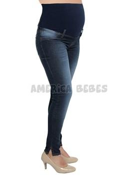 Jean con tajo en bota azul oscuro. Que sera?
