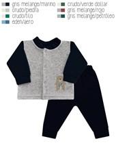 Conjunto en plush de campera cuello mao combinada a dos colores, con pantalon al tono y bordado lateral. Disponible en tonos de varon. Dreams