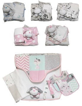 Ajuar de nacimiento: 2 Baberos, babita toalla, sonajero conejo, portachupete. Colores surtidos. America