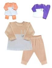 Conjunto en plush de buzo combinado a dos colores,  con pantalon al tono y bordado,  lateral. Disponible en tonos de nena. Dreams